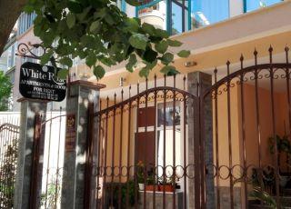 Семеен хотел Бяла Роза
