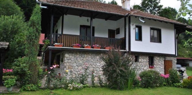 Къща Радеви