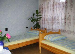 Семеен хотел Стоянови