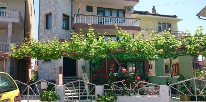 Къща за гости Зора