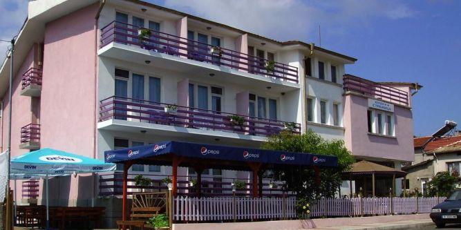 Семеен хотел Стражица