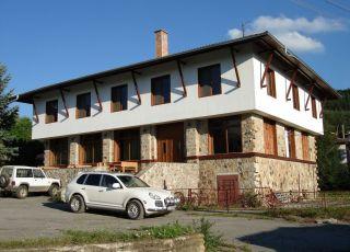Хотел Ярловци