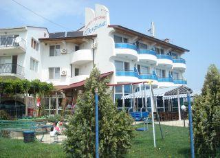 Семеен хотел Делфина