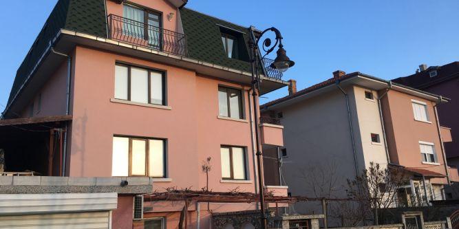 Къща Козаров