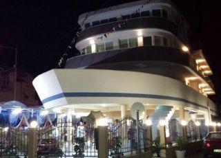 Семеен хотел Кораб Ренеса