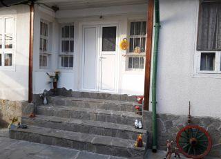 Каревата къща