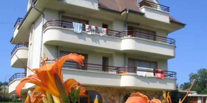 Семеен хотел Виктория