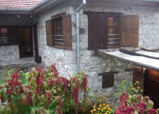 Весела Къща 1 и 2