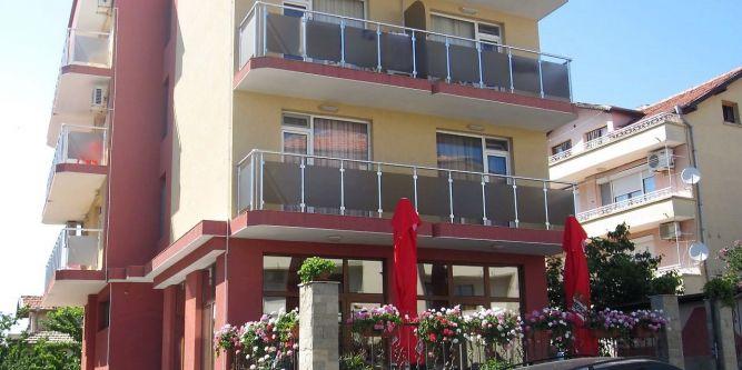 Семеен хотел Ники
