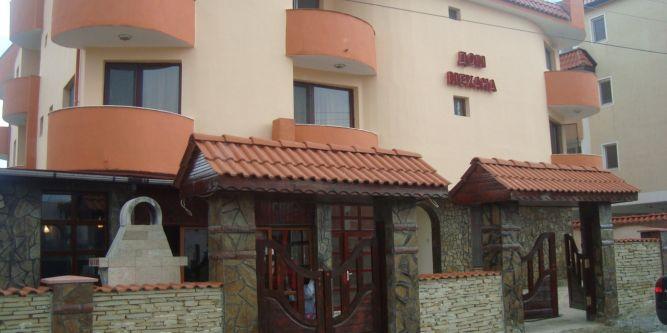 Семеен хотел Дом Карадарлиеви