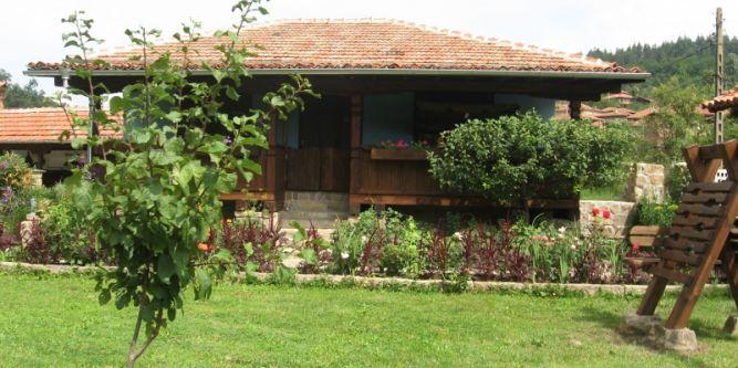 Къща за гости Божурите
