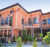Family hotel Alafrangite