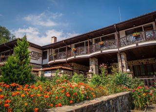 Семеен хотел Ажур