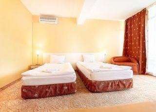 Семеен хотел Джули
