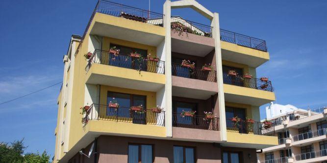 Семеен хотел Акра
