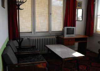 Квартира в малък етаж от къща