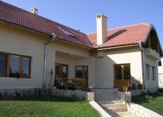 Къща Бор
