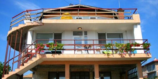 Семеен хотел Азалия