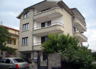 Къща Яневи