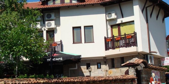 Семеен хотел Елена