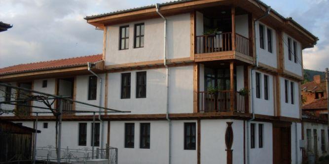 Цуцовата къща