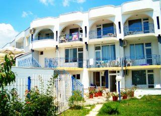 Семеен хотел Менчев