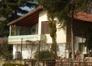 Къща Вила до Кабакум