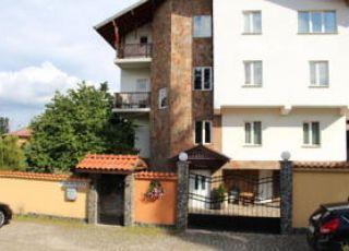 Хотел Янева