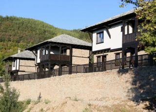 Къща Три къщи