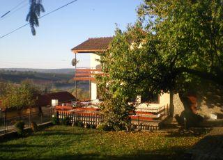 Черешовата къща