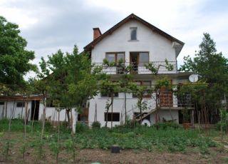 Къща Пионови