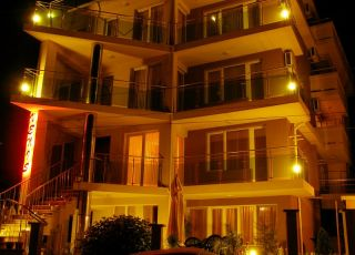 Семеен хотел Венис