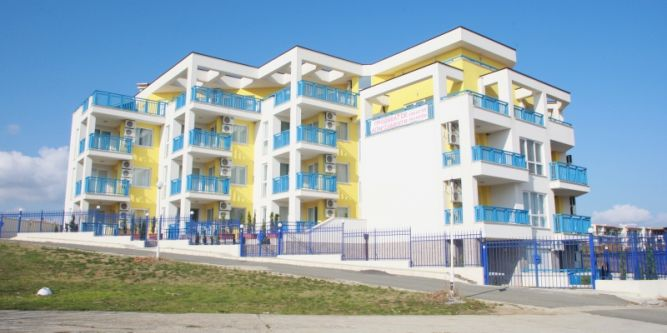 Апартамент Жълто и Бяло