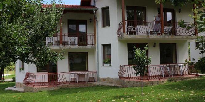 Хотелски комплекс Край Реката