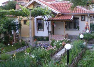 Ватралева къща