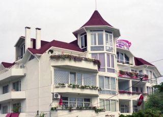Семеен хотел Камелия