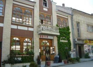 Семеен хотел Тиролиа