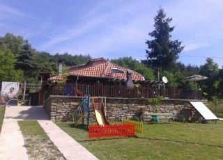 Къща за гости и механа Оазис