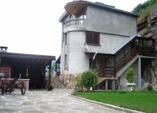Къща Вила На скалата