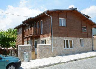 Къща Дора
