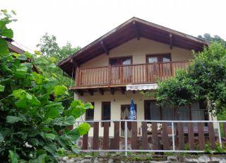 Къща Миланови до реката