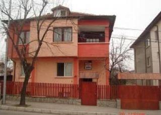 Къща Деми