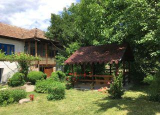 Къща Орехите