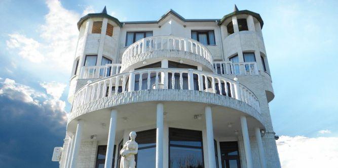 Семеен хотел Белия Замък