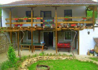 Къща Парневи