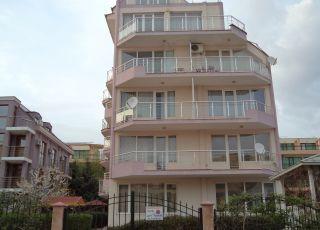 Апартамент в Къщата с розите