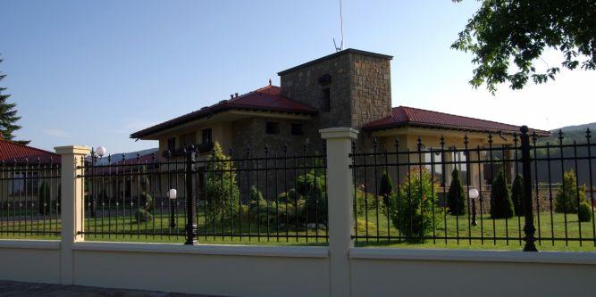 Семеен хотел Наковски Къщи