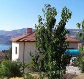 House Mihaela Lake Retreat