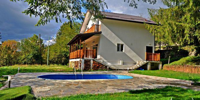 Комплекс Петрови Вили, 2 къщи