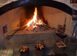 Къща Край огнището